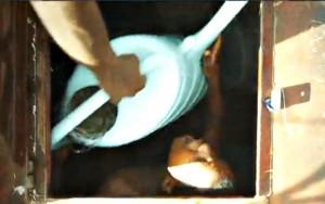 Nen-etiop-dins-del-diposit-aigua-wukro-3
