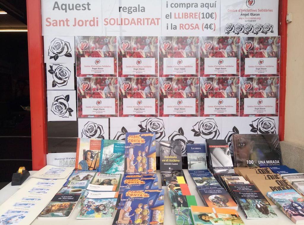 Diada de Sant Jordi 2018 amb roses i llibres solidaris