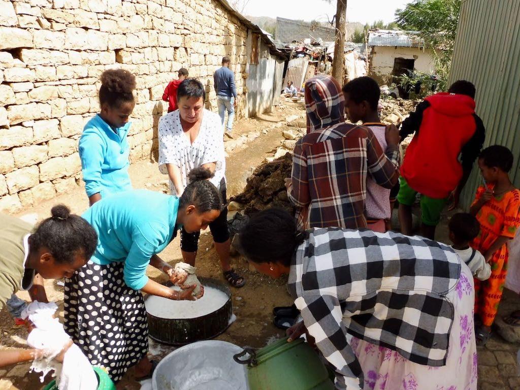 Ajuda orfes i persones més necessitades de Wukro-6